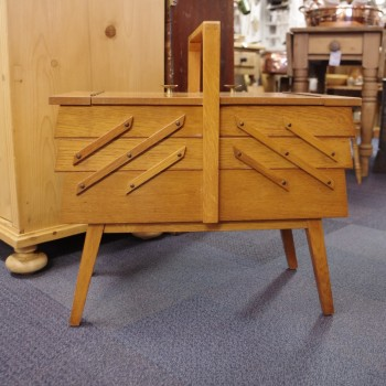 Cantilever Sewing Box